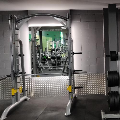 jd-gym-bolton-mirror-surround